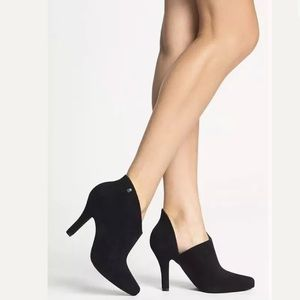 MELISSA DRAMA Black Flair Ankle Booties Boots